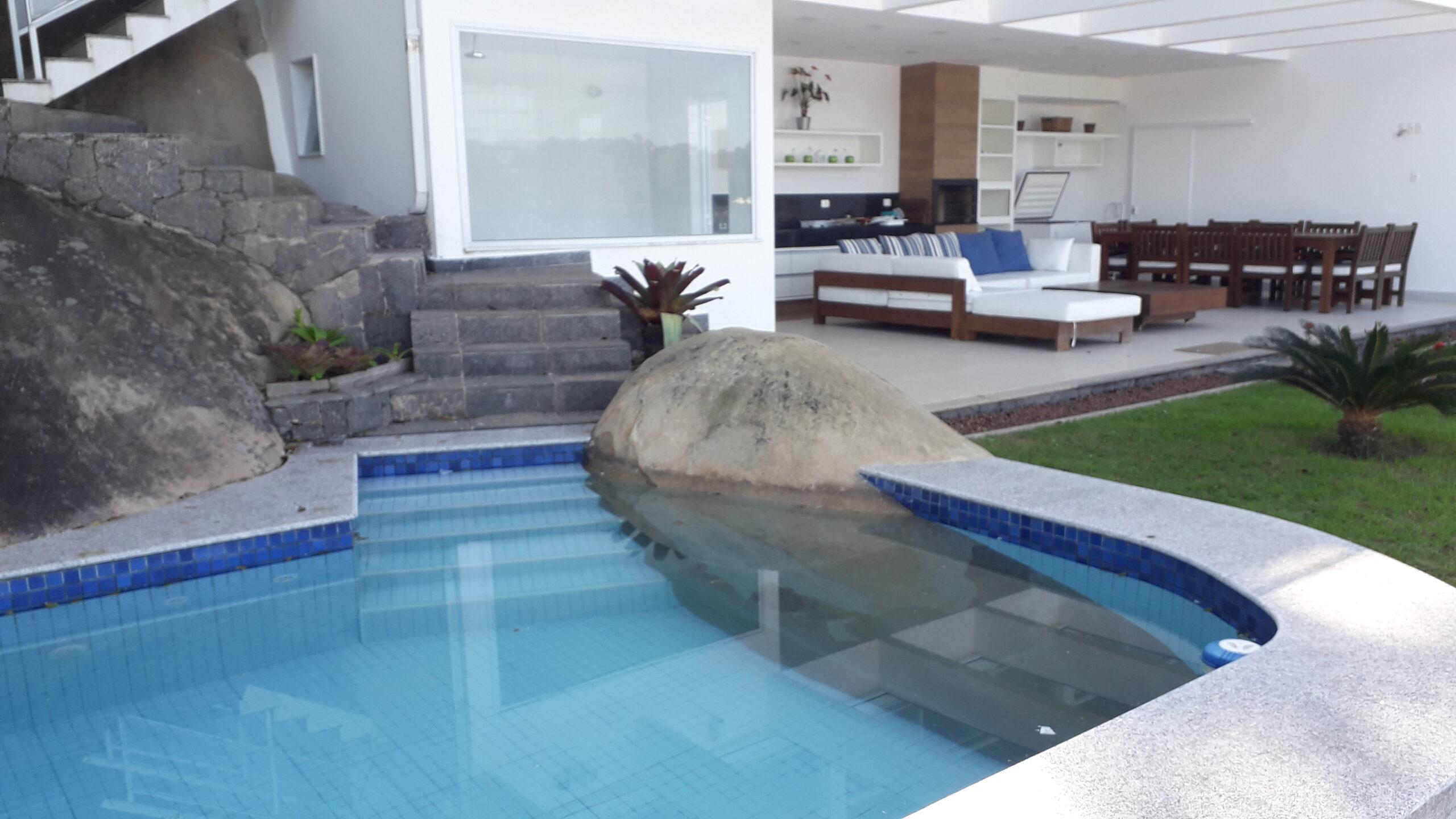 venda casa com piscina angra dos reis