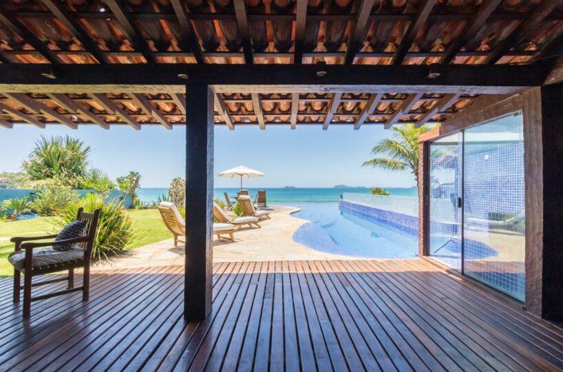 Bela casa frente mar para locação, na Praia de Geribá, em Buzios