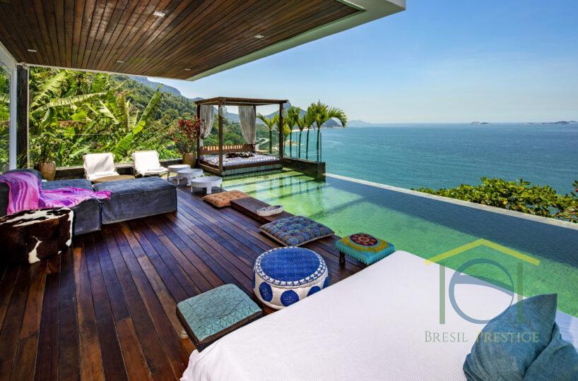 Casa de 5 Quartos A venda ou Aluguel com Piscina e Vista Incrível no Joá - Rio de Janeiro - Brasil