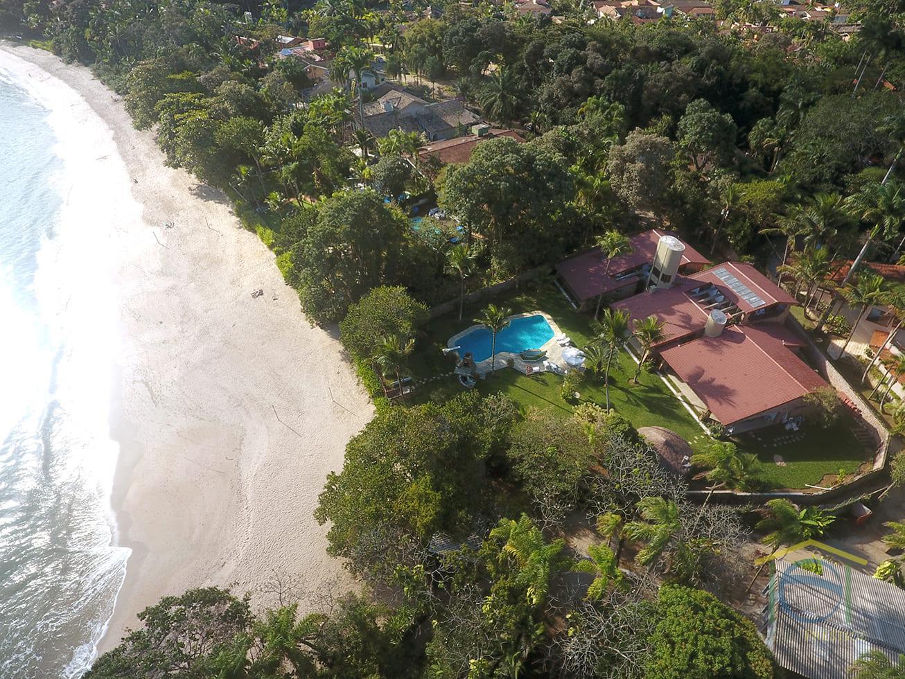 Magnífica casa frente mar pé na areia no Condomínio Domingas Dias em Ubatuba